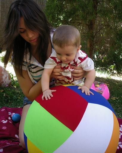 bebe-jugando con su mama