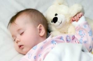 bebe durmiendo 300x196 Consejos para que tu bebé duerma mejor