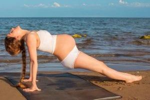 Mujer en la semana 10 de embarazo