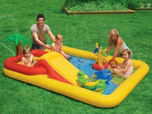 Piscina y parque infantil con tobog n de intex for Piscina inflable intex para bebe