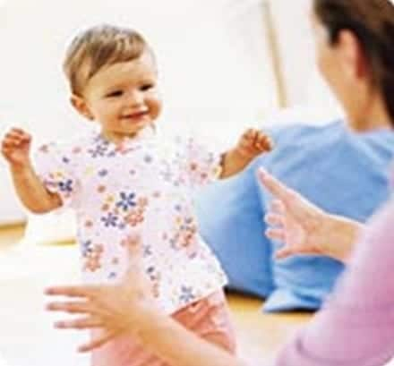 Ayudando al bebé a caminar