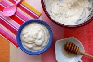 Yogur griego con canela y miel