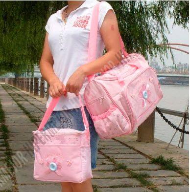 Los extras que debes llevar en la bolsa de los pañales al salir de casa