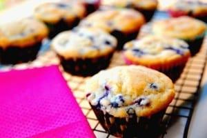 Desayuno para el regreso a la escuela: magdalenas de arándanos y yogur griego