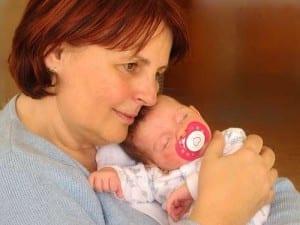 ¿Cuáles son las ventajas de tener un familiar al cuidado de mi hijo?