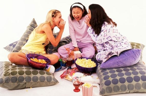 ¿Cómo sobrevivir a la primer pijamaza de tu hijo?