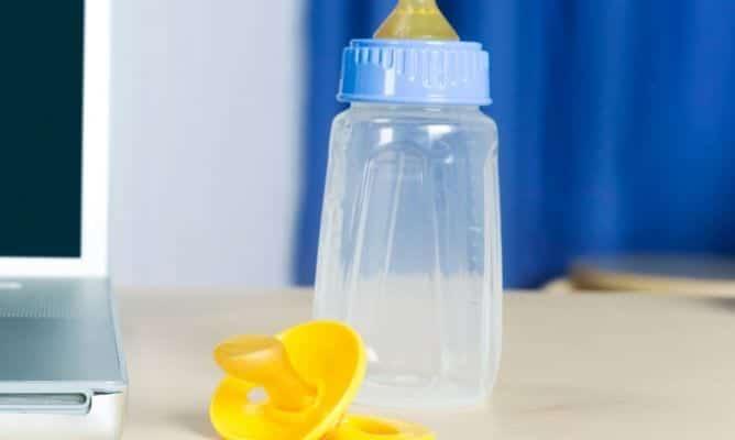 Consejos para esterilizar el biberón del bebé