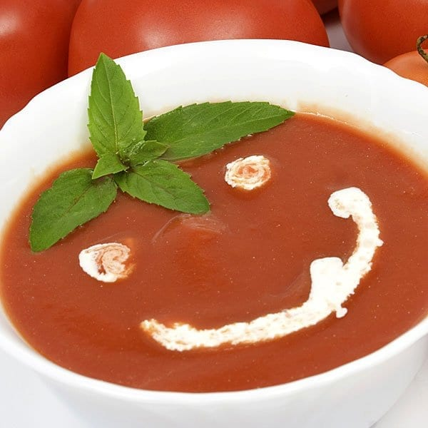 Divertida sopa de tomates para niños