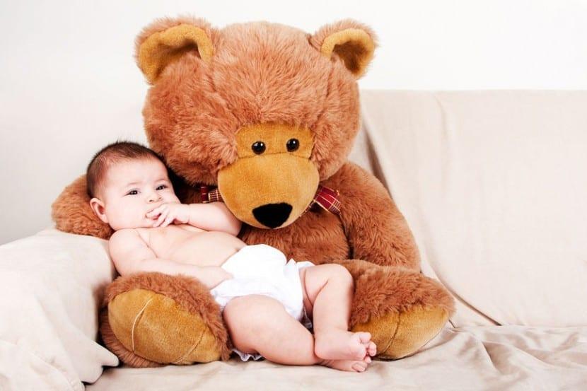 Peligros de los peluches para con los bebés