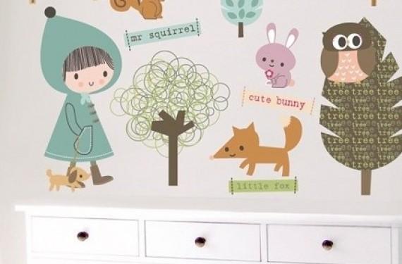 Vinilo infantil sobre armario