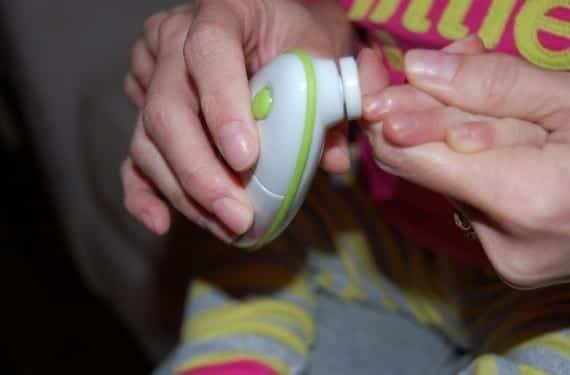 Cortar las uñas al bebé