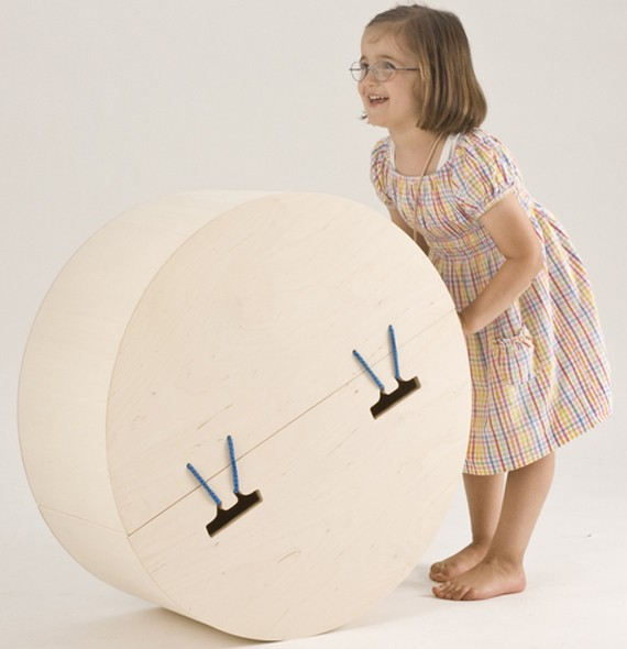Caja mecedora-balancín para guardar los juguetes