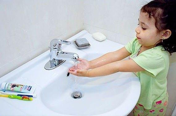 Lavado de manos bebés