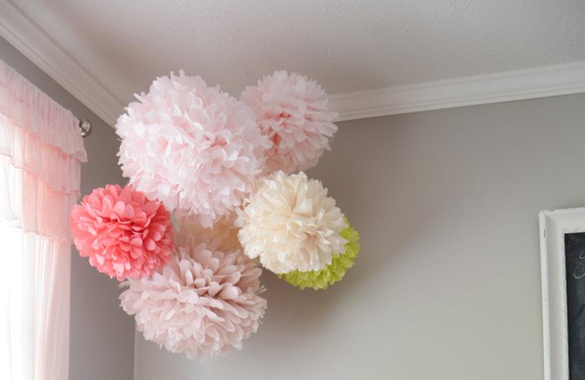 DIY: Pompones de papel de seda para decorar habitaciones infantiles