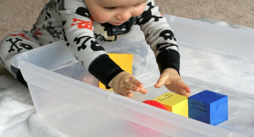 Actividades y juegos para trabajar la coordinación óculo manual con los niños en casa