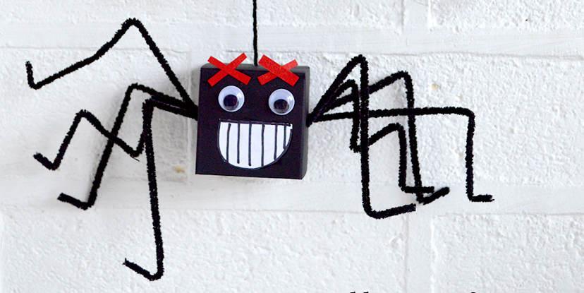 Manualidades para Halloween - Arañas locas colgantes