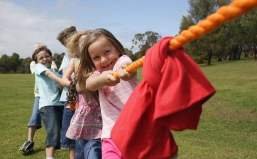 Seis Juegos Tradicionales Para Jugar Al Aire Libre Con Tus Hijos