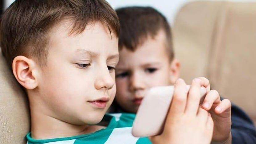 Uso móviles niños