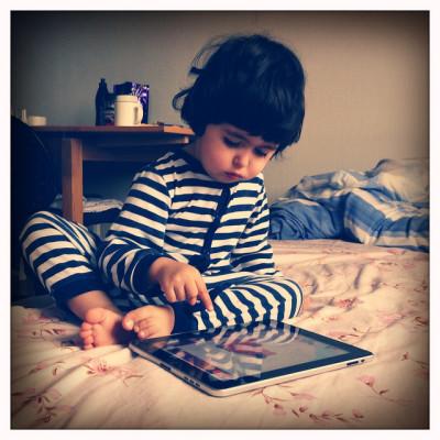 bebe-con-tablet