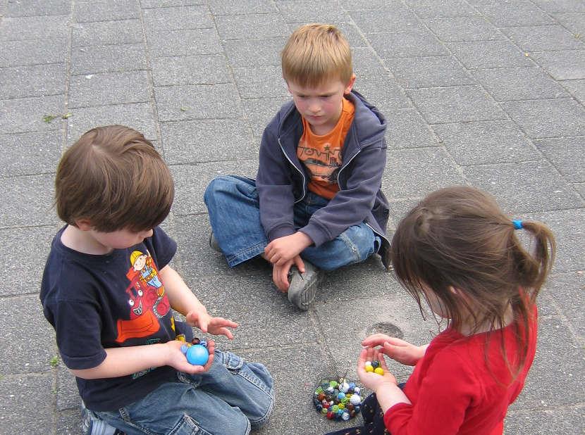 Los niños antipáticos son más propensos a compartir con niños que respeten su moral