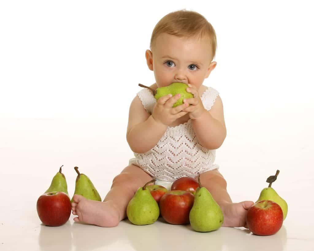bebe con frutas