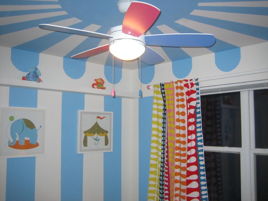 techo a rayas azul