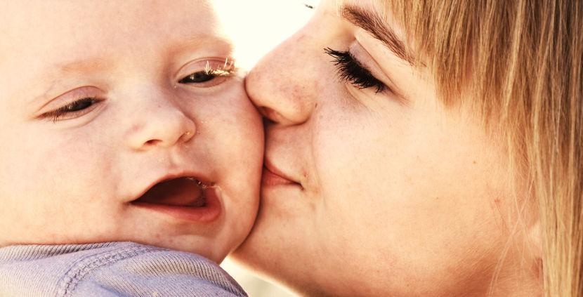 La oxitocina puede influir en el comportamiento social de la madre, según un estudio