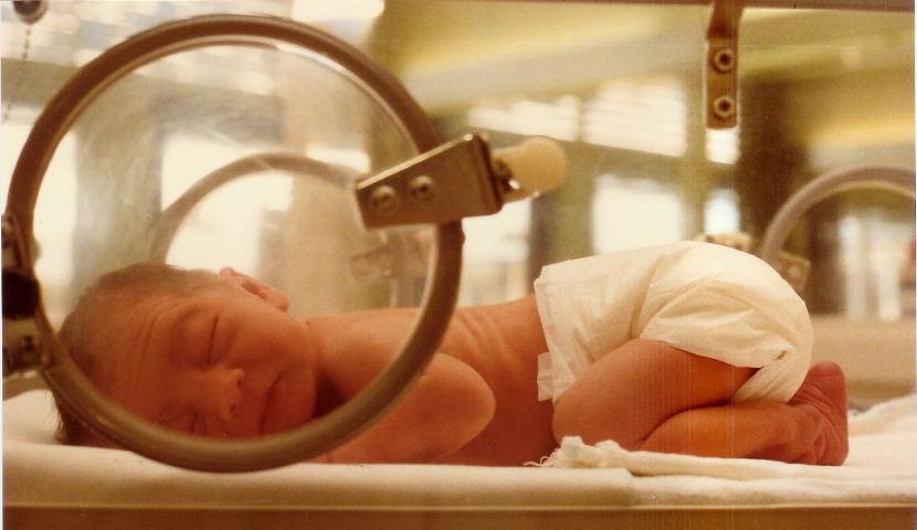 El parto prematuro altera las conexiones cerebrales vinculadas a la función cognitiva, según un estudio