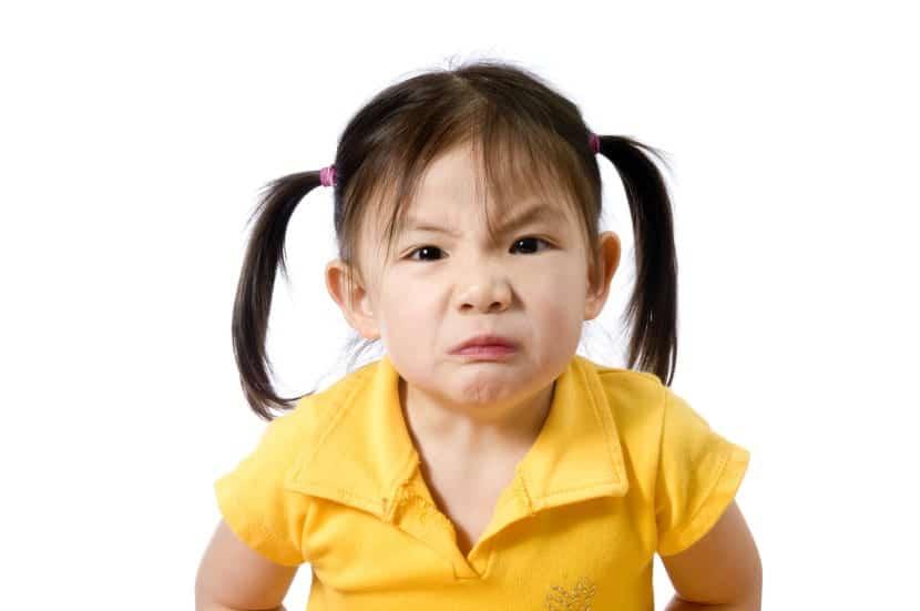 nena enfadada