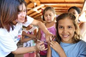 Vacunas: el peso de la evidencia se inclina hacia los beneficios de su administración
