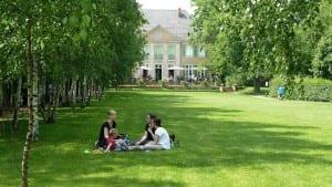 No lo dudes: se puede ir de picnic con niños, y os lo pasaréis muy bien
