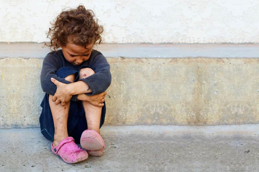 La AEP advierte que la pobreza infantil en España dejará secuelas en la salud a lo largo de la vida