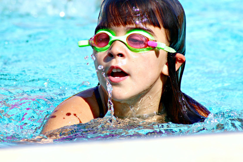 Cómo enseñar a los niños a nadar