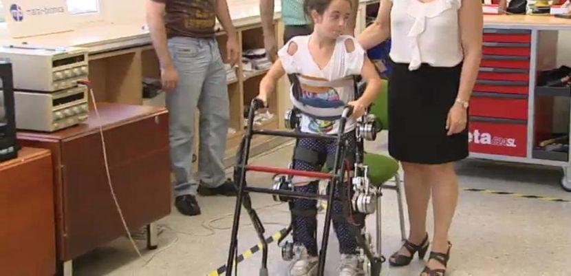 Crowdfunding para lanzar el primer exoesqueleto que permite caminar a niños con paraplejia