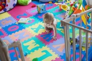Consejos de seguridad antes de comprar o utilizar un corralito para bebés