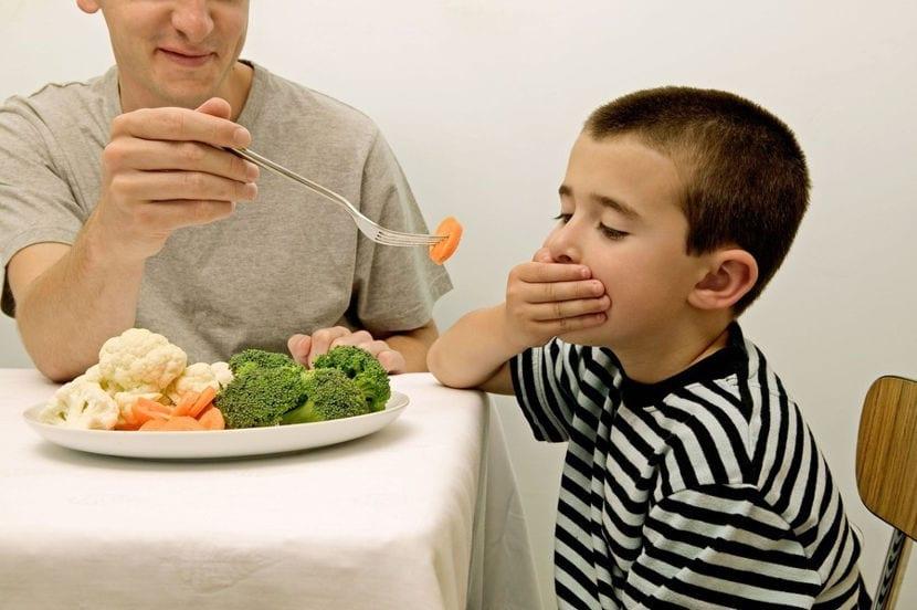 El miedo a probar nuevos alimentos puede tener consecuencias negativas en la dieta