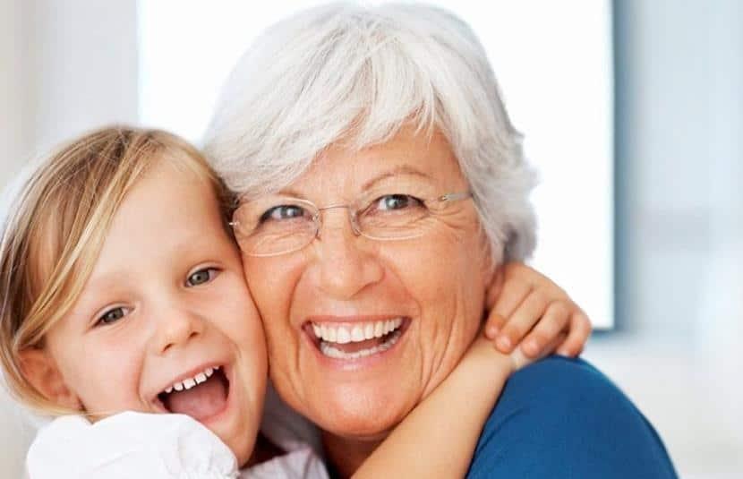 nieta abuela abrazo