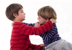 Estrategias para que tus hijos dejen de pegarse