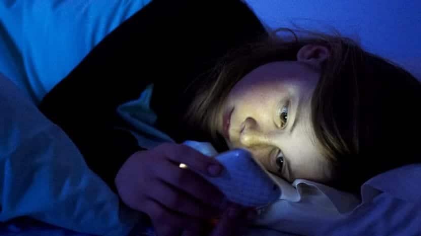 La luz de las pantallas interfiere en el sueño de los adolescentes, especialmente al principio de la pubertad