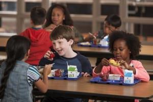 """No necesitas recurrir a batidos """"nutricionales"""" (¿?) para alimentar bien a tus hijos"""