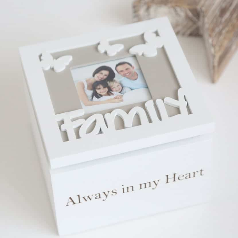 caja familiar blanca