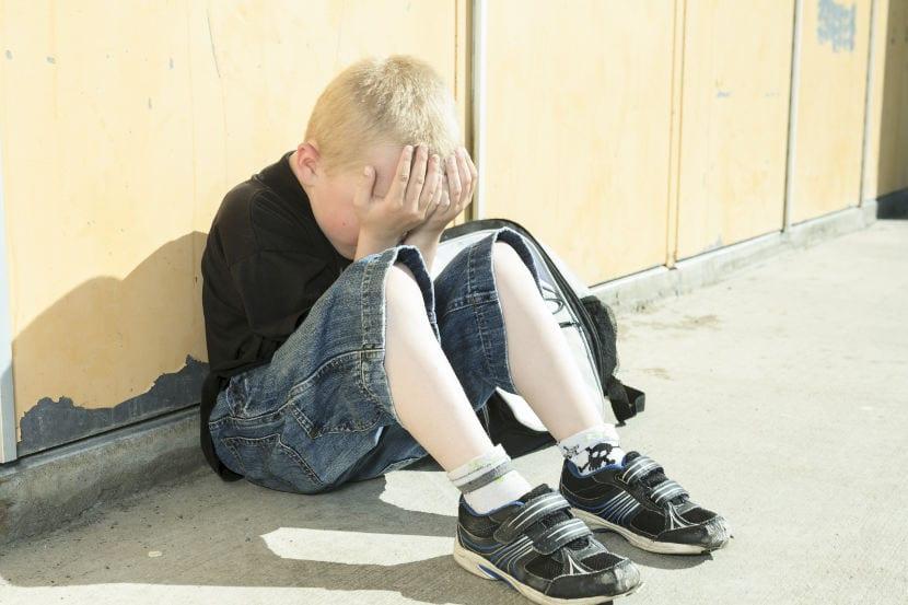 Niño con problemas en la escuela
