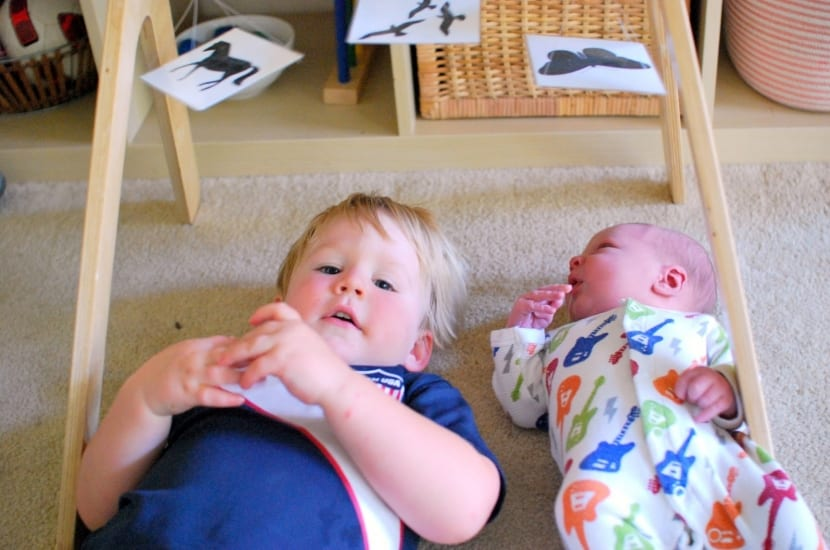 niños jugando segun metodo montessori