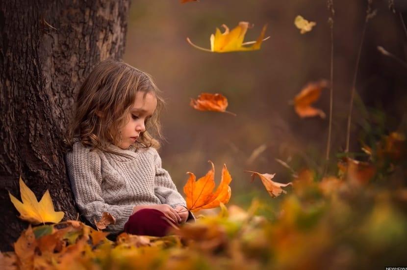 niña altamente sensible en un bosque