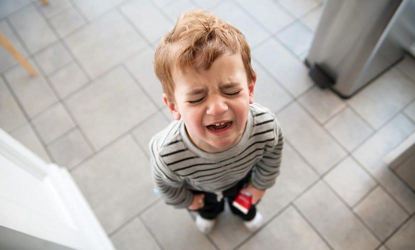 Un niño con rabieta