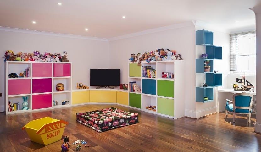 dormitorio con zonas para jugar