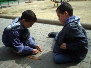 Petardos y niños: combinación que sólo es posible si priorizas la seguridad