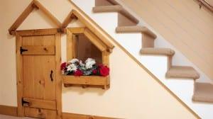 decorar debajo de la escalera