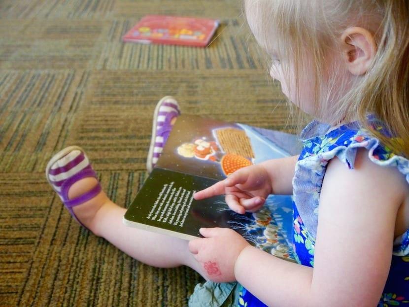 ¿Qué buscamos en los libros para bebés y niños muy pequeños?