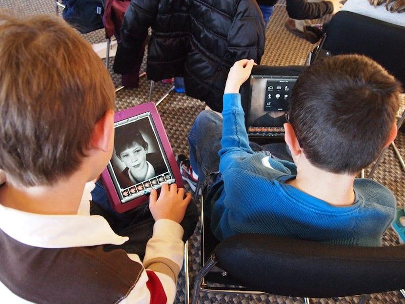 Niños y tablets
